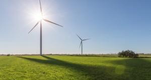 Für das Projekt im Osten Frankreichs wird Siemens zwölf direkt angetriebene Anlagen mit einem Rotordurchmesser von 113 Metern und einer Leistung von je 3,2 Megawatt liefern.  Siemens will supply twelve direct drive wind turbines with rotor diameters of 113 meters and a rating of 3.2 megawatts to the project in France.